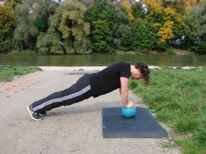 medizinball-push up train harder